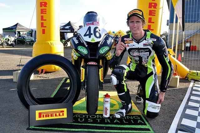lốp pirelli xe máy trên đường đua