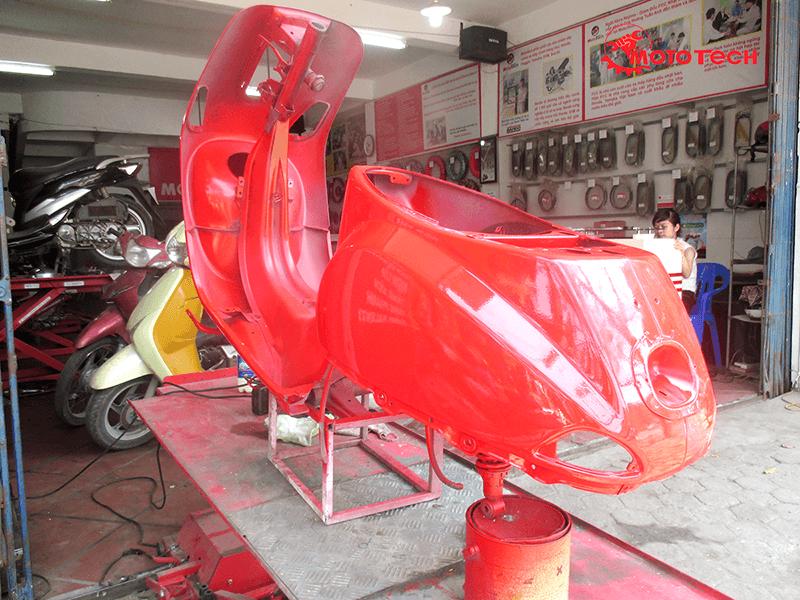 sơn xe vespa màu đỏ